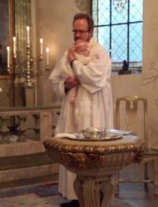 Prästen döper Novalee!